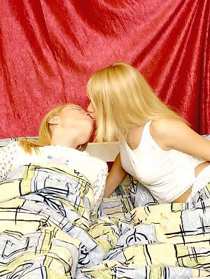 Two Young Blondes Enjoy Playing Dirty In Bed Bed pics
