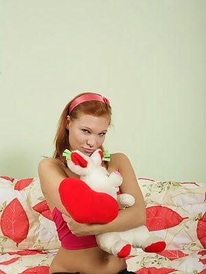 Gorgeous Redhead Teen Loses Her Innocence Gorgeous pics