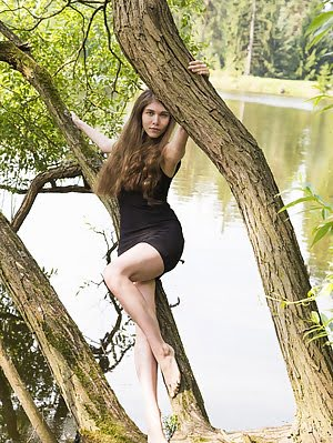 Skinny Teen Beauty Climbs The Tree To Show Her Hot Body In Amazing Height As She Does Some Naughty P