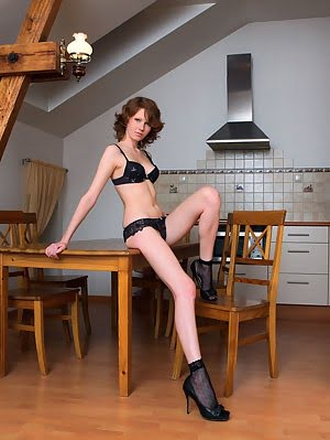 Instead Of Cooking A Meal, This Gorgeous Babe Gives You A Sensual Tease Show Without Clothes On The Clothes pics