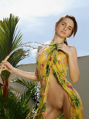 Let This Totally Nude Girl With Pretty Face Enjoy You With Her Nice Show Off In This Exclusive Galle