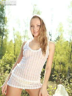 Once Again Smiling Blonde Teen Wants To Make A Nice Outdoor Show And To Display Her Delights. Show pics