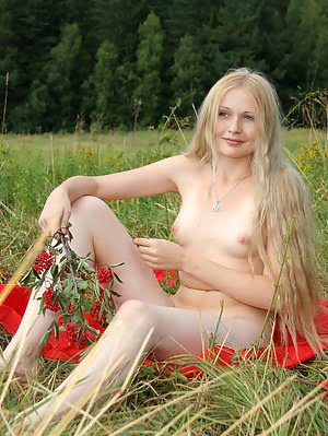 It Is The Best Pastime For This Good-looking Nude Teen To Go To Such Secluded Place As Field And Fon