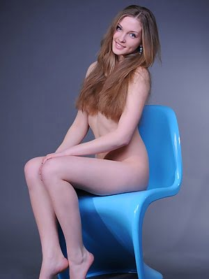 Sensuous Images Of A Beautiful Girl Exposing Her Gorgeous Naked Body And Nice Shaven Twat. Beautiful pics