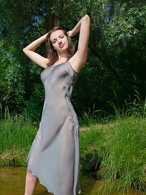Even Cold Water Could Not Stop This Sensational Babe From Flashing Her Astonishingly Beautiful Natur Babe pics