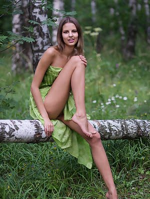 Exclusive Looking Adorable Slim Girlfriend Poses Nude In Deep Wilderness. Awesome Shots Pointing On